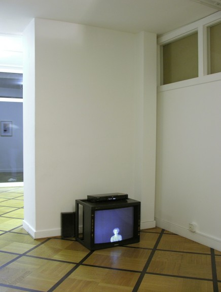 Gianni Motti, vue de l'exposition <em>Perpetual Channel</em>, Centre d'édition contemporaine, Genève, 2006. Photo: © Beat Lippert