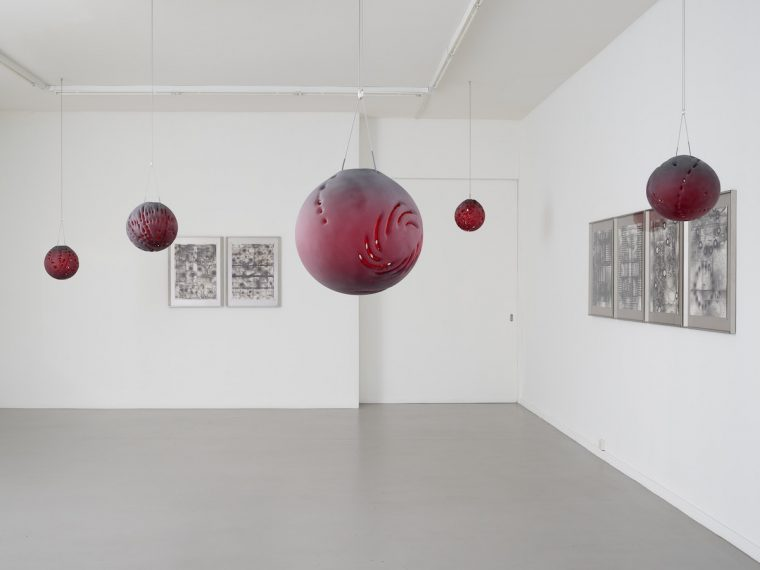 View of the exhibition Guillaume Dénervaud, Surv'Eye, CEC, February 2021. © Sandra Pointet. Strata, series of sandblasted crystal spheres produced as a part of the Fondation d'entreprise Hermès Artists' Residency program, 2020.